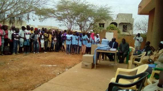 ÉDUCATION : L'AIBD offre 1.500 blouses au lycée de Diass