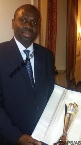 Me Oumar Youm reçoit le Prix de la paix décerné au président Sall (ministère)