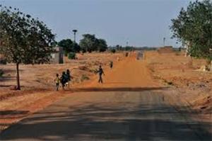 Des populations satisfaites de la construction d'une piste à Nguéniène