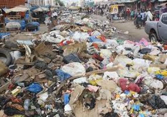 Abdoulaye Baldé annone une loi sur le sachet en plastique