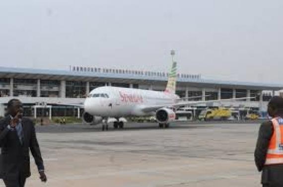 Macky Sall annonce la suppression des taxes sur les billets d'avion
