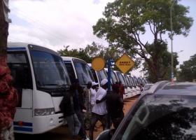 PREMIER JOUR DE CIRCULATION DES BUS TATA Les populations  se réjouissent mais demandent plus de routes intérieures.