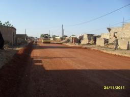SOCIETE – MBOUR : à cause des travaux de route de interminables, les populations battent le macadam.