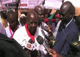 VIDEO – SANTE : Hôpital de Grand Mbour, Des grévistes bloquent la porte au Directeur de Cabinet du Ministre de la Santé