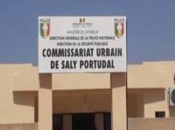 CORONAVIRUS – SALY : Blottis dans une maison pour un baptême, le Commissaire de Saly les surprend et les disperse.
