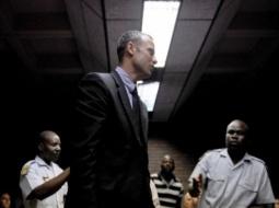 Oscar Pistorius, accusé de meurtre prémédité, plaide l'accident