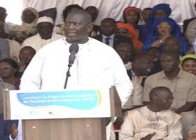 POLITIQUE – SALY : Le Maire Ousmane Gueye fait son « Djébalou » devant le Président Macky Sall.