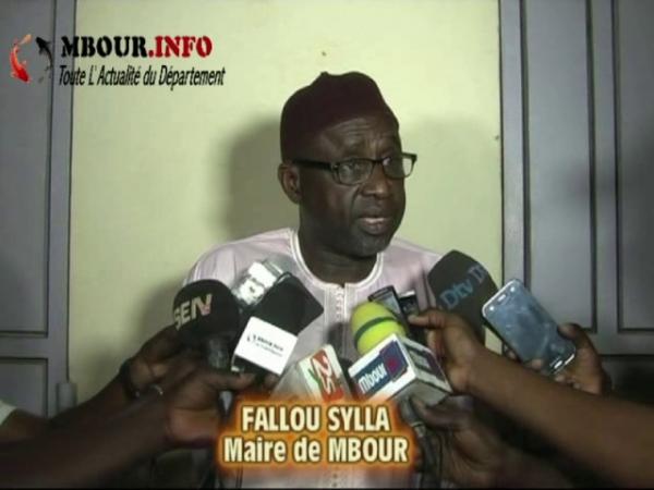 """[VIDEO] MBOUR - Suite à la menace des taximans sur les taxes municipales, le Maire Fallou Sylla répond: """" Qui ne paye pas ne roulera pas!"""""""