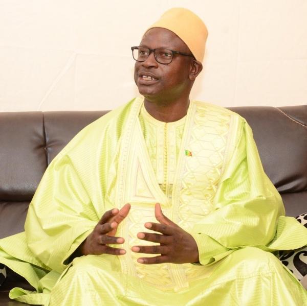 COVID 19 – DIASS : Le Maire Cheikh Tidiane Diouf désinfecte les lieux publics et appelle la population au vaccin.