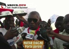 [VIDEO] MBOUR : Les chauffeurs de taxi clando exigent la diminution de la taxe municipale.